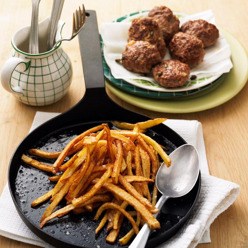 Pfannen-Fritten mit Bifteki