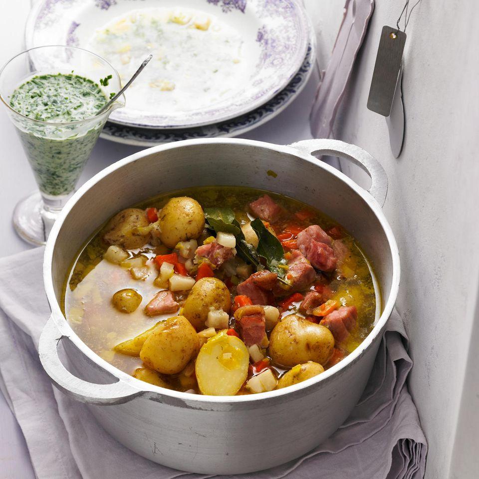 Kartoffeleintopf mit Schnittlauch-Kefir