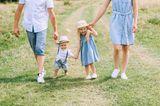 Gute-Laune-Fakten: Eine Familie mit zwei kleinen Kindern