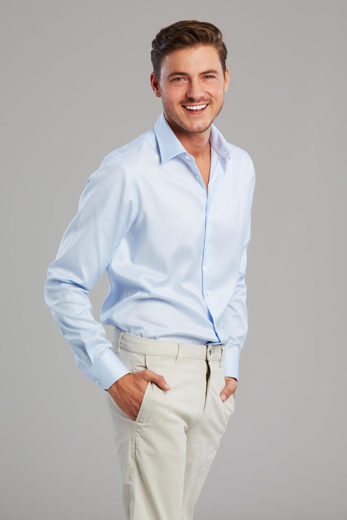 Prince Charming: Mann im blauen Hemd