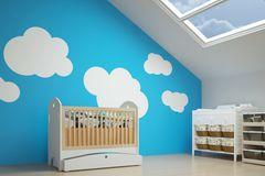 Wand streichen Ideen: Kinderbett vor blauer Wand mit aufgemalten Wolken