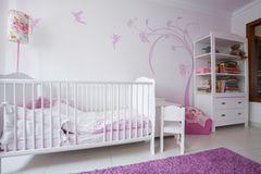 Wand streichen Ideen: Kinderzimmer mit Kinderbett