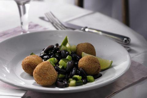 Makrelen-Kroketten mit Bohnensalat