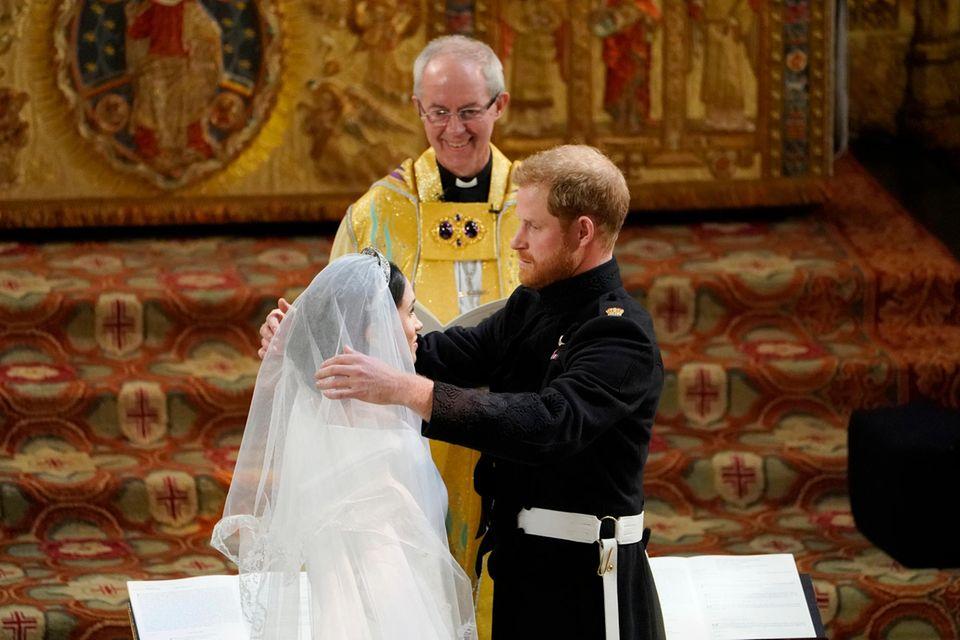 Herzogin Meghan + Prinz Harry: Der Erzbischof von nimmt sie in Schutz