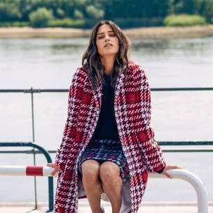 Wintermantel für Damen: Trendteile von 2019: Rot karierter Mantel