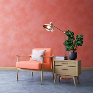 Wand streichen: Stuhl und Beistelltisch