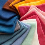 Kleidung färben: bunte Textilien