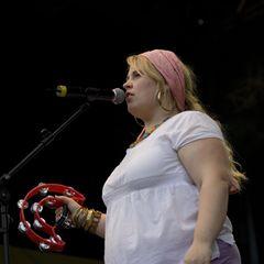 Maite Kelly : mit Tamburin auf der Bühne