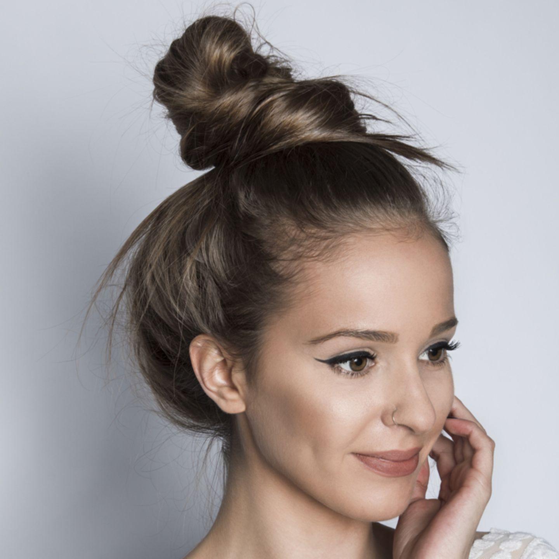 Coole Frisuren: Frau mit Dutt-Frisur