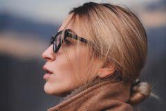 Coole Frisuren: Frau mit Low Bun