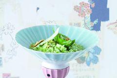 Grünes Risotto mit Spinat, Cashew und Basilikum