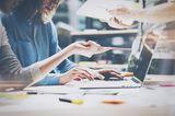 Liebeskummertipps der Redaktion: Frauen bei der Arbeit