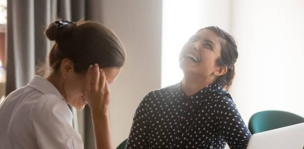 Freundschaft am Arbeitsplatz: Frollegin oder mehr?: Zwei Frauen