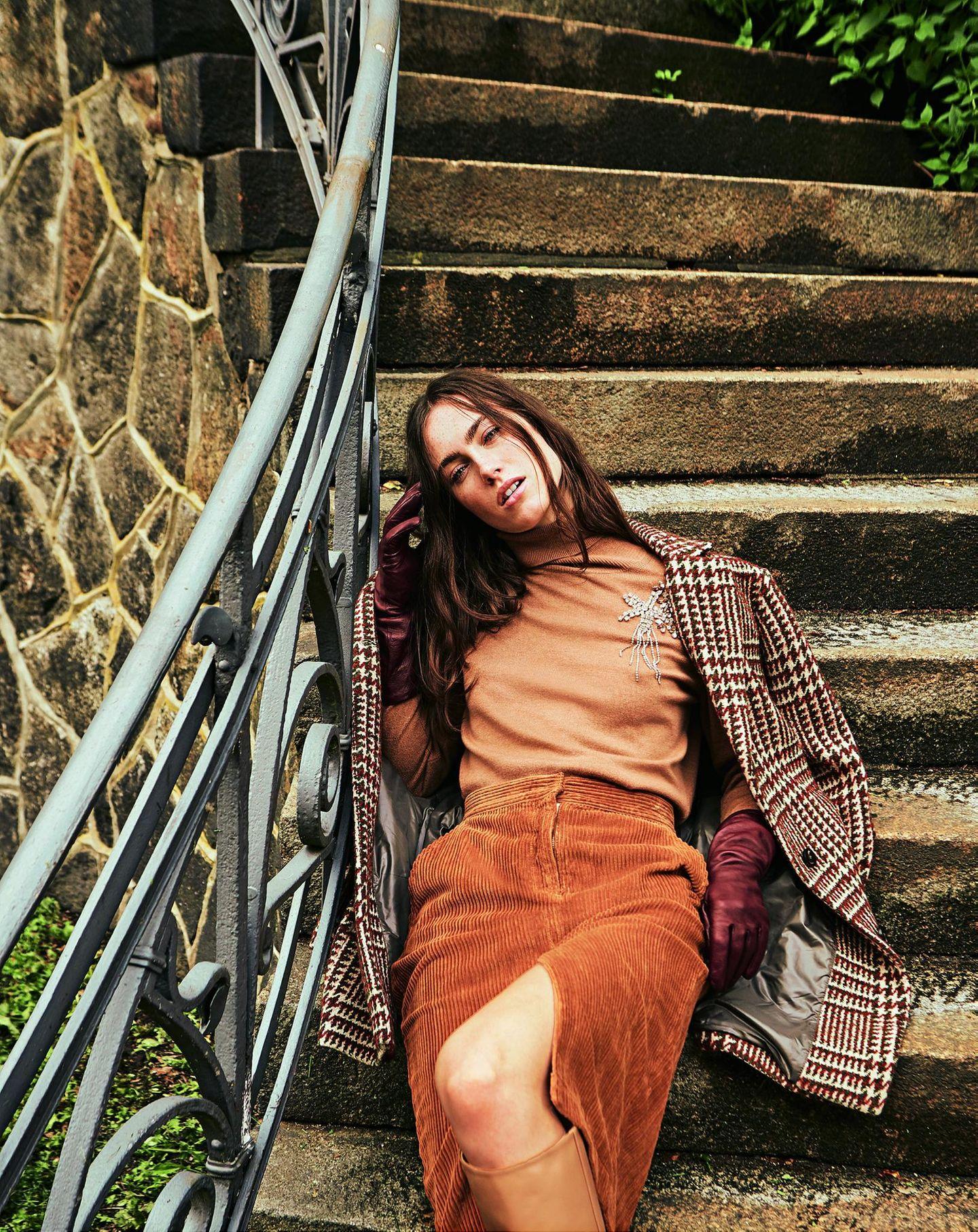 Pariser Chic - zurück zur Eleganz!: Karierter Mantel dazu Cord-Bleistiftrock