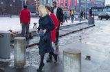 Weihnachten bei den Royals: Prinzessin Mette-Marit im dunkelblauen Kleid