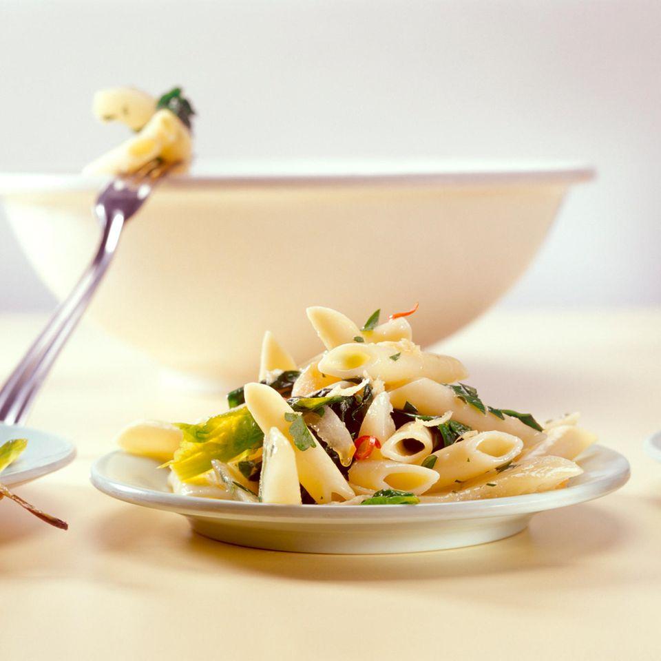 Nudelsalat mit Spinat, Birnen und Ingwer