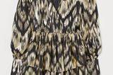 Ein bisschen Bling Bling gefällig? Dieses Schimmer-Kleid mit Wickelausschnitt und Volant-Rock macht es möglich. In Kombination mit einem grob gestrickten Cardigan wird es alltagstauglich. Von H&M, um 50 Euro.