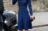 """Für den """"Launch Of The National Emergencies Trust"""" hat sich kate in ein ganz besonderes Kleid geschmissen. Das maßgeschneiderte Dress von Emilia Wickstead passtder Herzogin wie angegossen und betont dank süßem Taillengürtel ihre zarte Figur. Besonderer Hingucker: das leuchtende Königsblau!"""