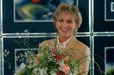 90er Moderatorinnen: Ulla Kock am Brink mit Blumen