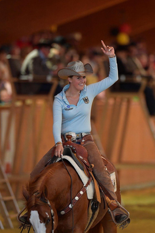 Gina Schumacher auf einem Pferd