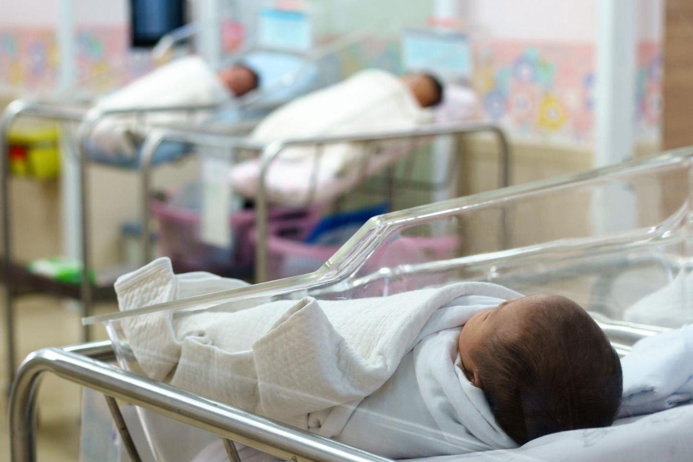 Herzlos! Eltern lassen krankes Baby in Klink zurück und tauchen unter