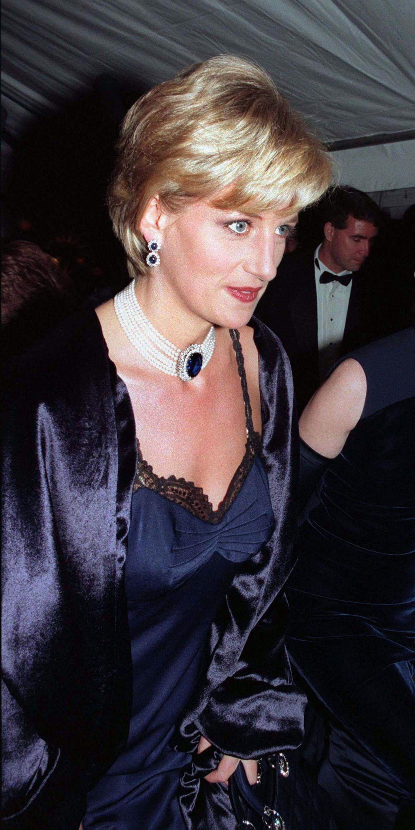 Lady Dianas Looks: Prinzessin Diana mit Ohrringen