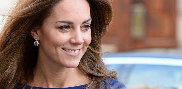 Lady Dianas Looks: Kate Middleton mit Ohrringen