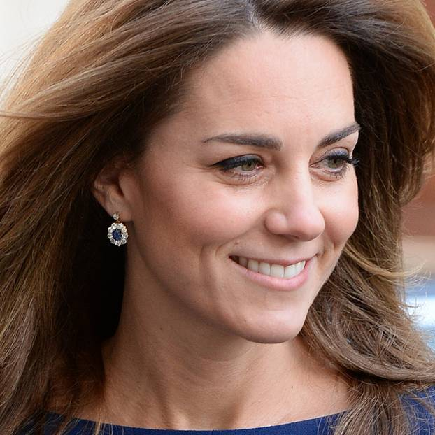 Lady Dianas Looks: Kate Middleton mit Ohrringen