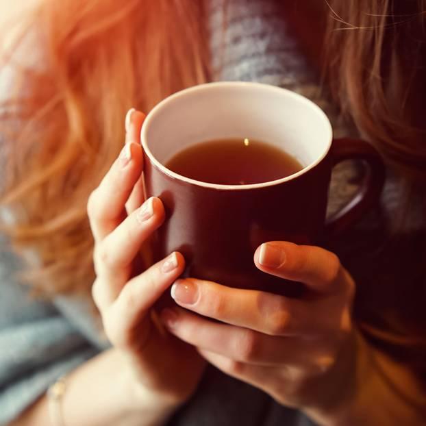 So viel Tee solltest du am Tag wirklich trinken