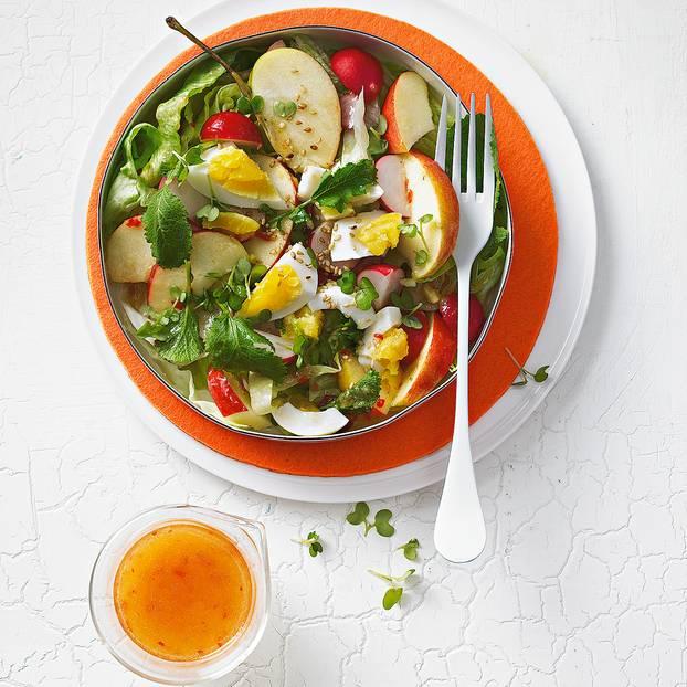 Radieschen-Apfel-Salat mit scharfer Vinaigrette