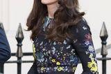 Haarfarben der Royals: Kate Middleton vor einem Auto