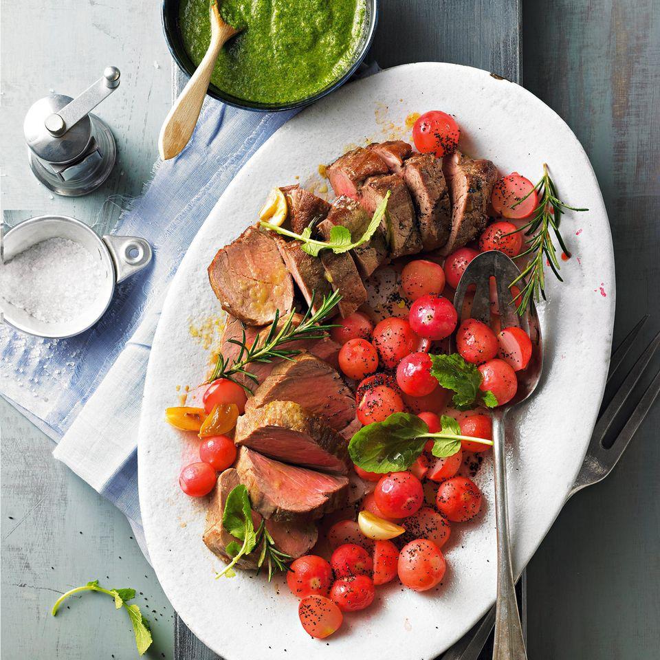 Schweinefilet mit Radieschen und Salsa Verde