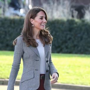 Herzogin Kate: im Blazer unterwegs