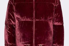 rote Daunenjacke aus Samt