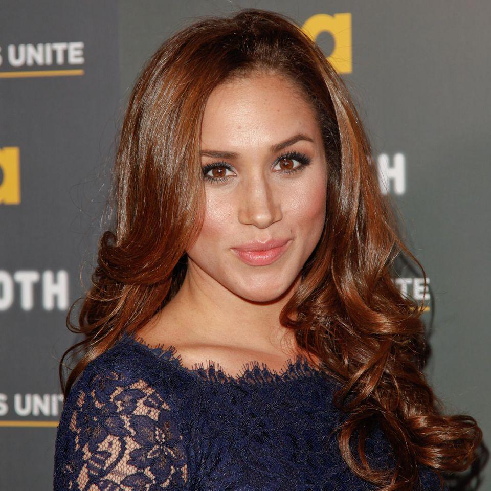 Haarfarben der Royals: Meghan Markle lächelt