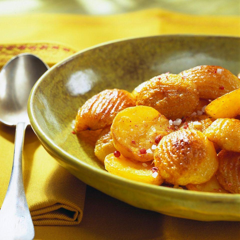 Röstkartoffeln mit rosa Pfefferbeeren