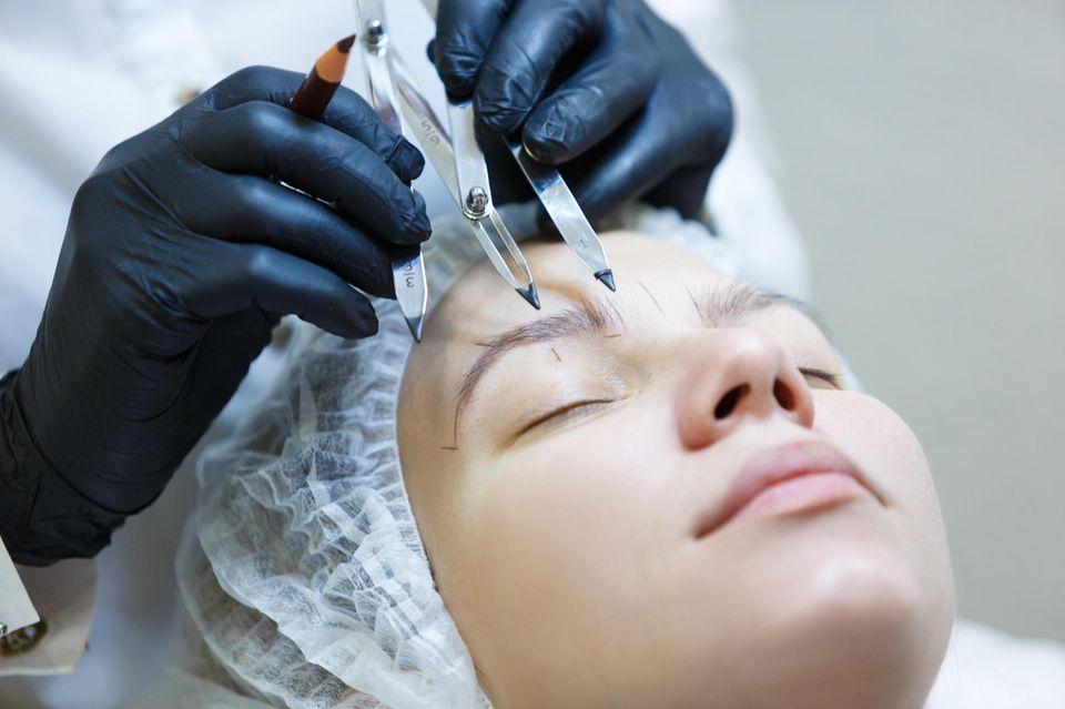 Microblading-Fail: Plötzlich hat sie vier (!) Augenbrauen