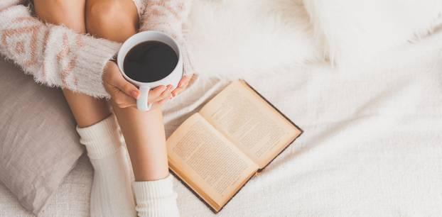 Buchtipps der Redaktion: Frau liest ein Buch