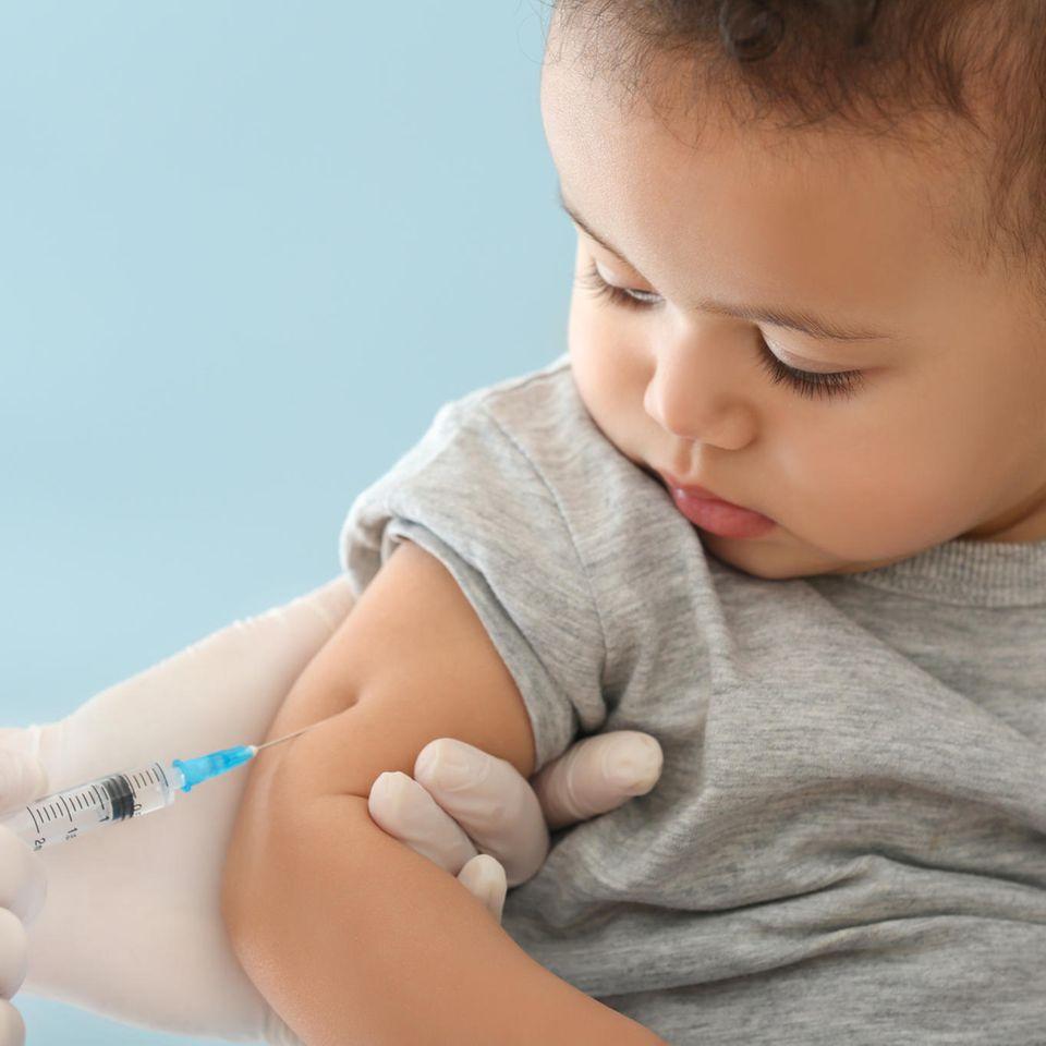 Masern-Impfpflicht: Kind wird geimpft
