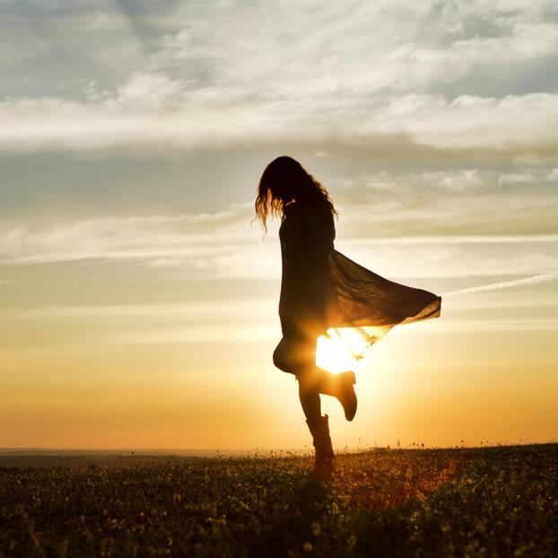 Ex treffen: Frau im Sonnenuntergang