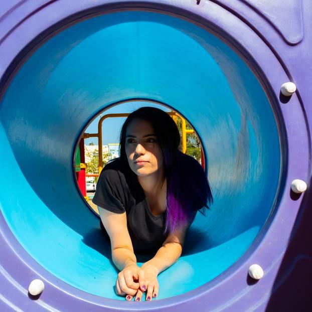 Was Kinderlose ertragen müssen: Frau in Kindertunnel