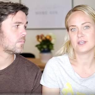 Wie fühlt es sich an, nicht schwanger zu werden: Paar erzählt in die Kamera