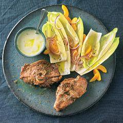 Chicorée-Rezepte: Lammkoteletts mit Chicorée-Salat