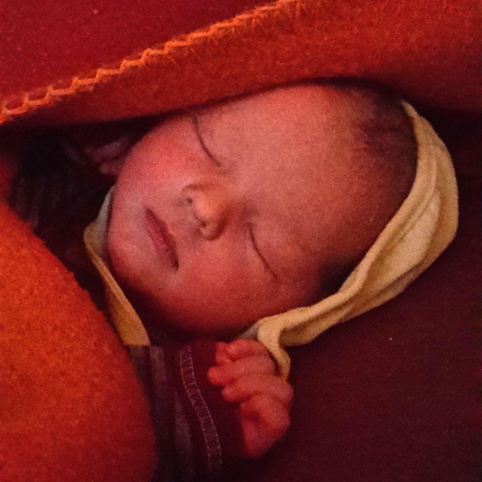 Hausgeburt auf einem Hausboot: Morlin kurz nach ihrer Geburt