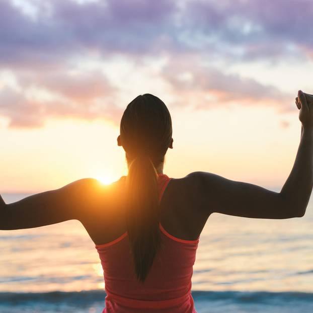 Motivationsschreiben: Sportlerin schaut aufs Meer