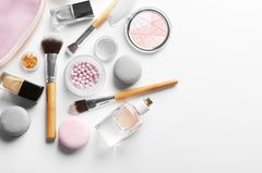 5 Beauty-Produkte, die unbedingt in den Kühlschrank gehören! Foto von Kosmetikprodukten