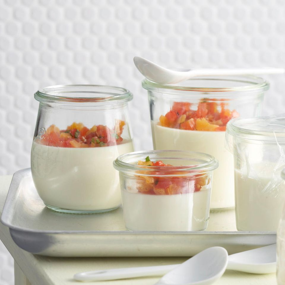 Knoblauch-Panna-Cotta mit Tomaten-Aprikosen-Confit