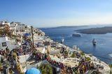 Die spektakuläre, aber kleine Insel Santorin ächzt unter den Menschenmassen, dieden umwerfenden Meerblickgenießen wollen.