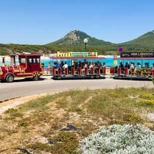 """Mallorca kämpft schon lange mit Touristenmassen, hat etwadie Vermietung von Ferienwohnungen in Palma de Mallorca unterbunden, hantiert mit Alkoholverboten,Kontingenten und Touristensteuern.DieEinwohner protestieren zunehmend mit Parolen wie""""Tourist go Home - Refugees Welcome"""" oder """"Tourists=Terrorists."""""""