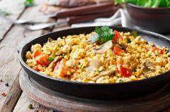 Veganes Rührei: Tofu-Rührei in der Pfanne